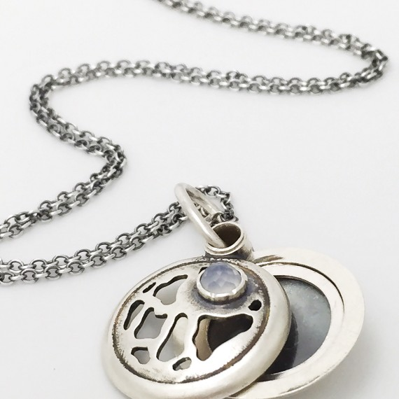 Earth Patterns Locket - sterling silver and labradorite